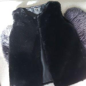 Black faux fur vest with pockets